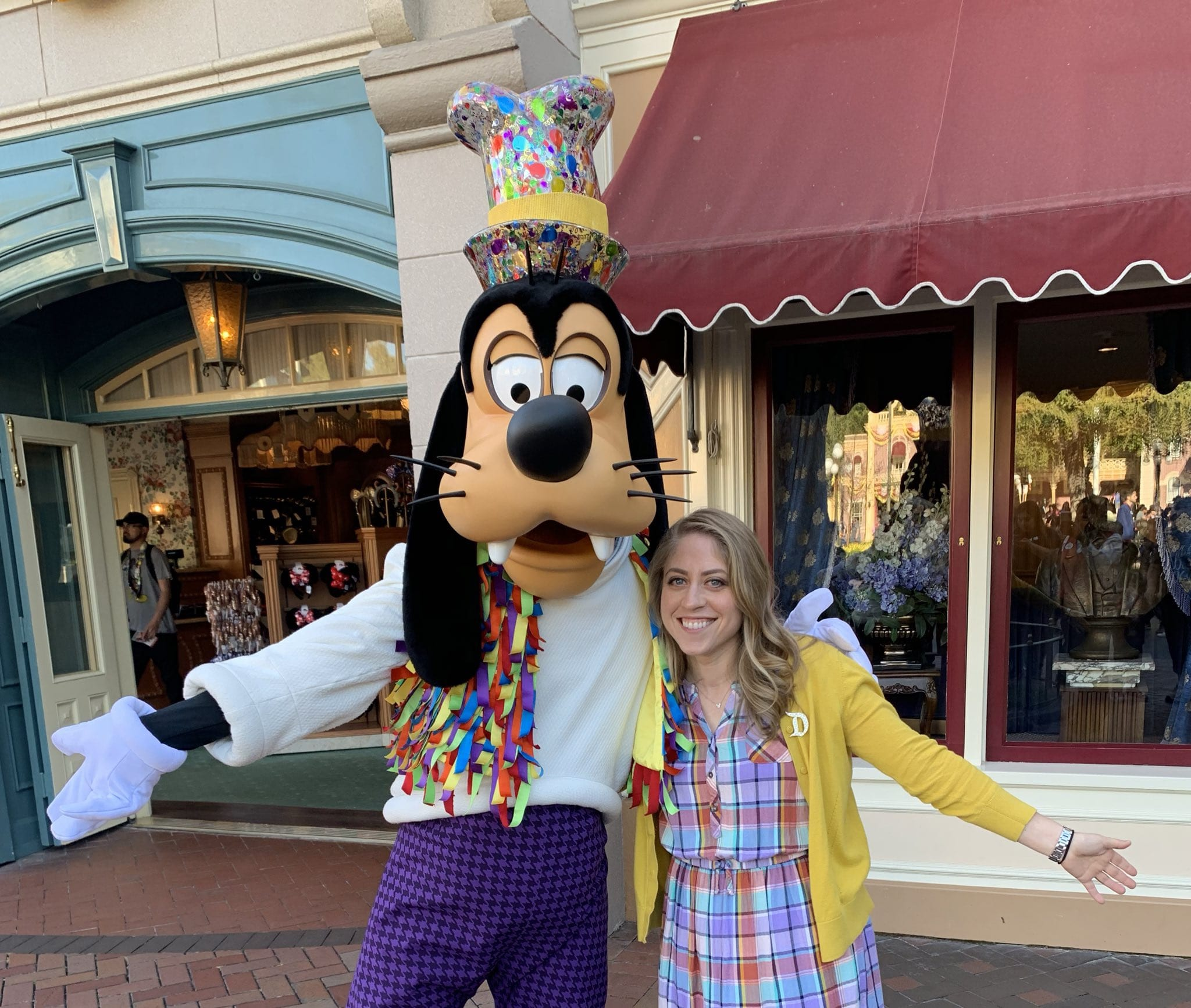 Disney Parks Moms Panelist Jennifer Lapsker with Goofy at Disneyland