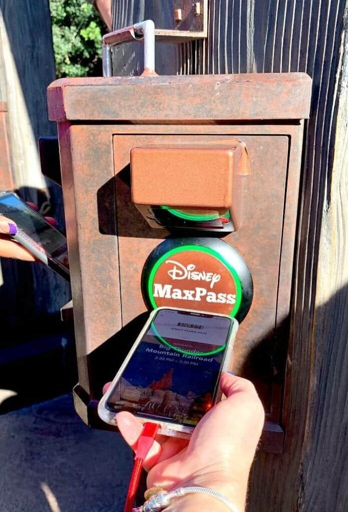 How to Scan Your FASTPASS Reservation Barcode at Disneyland with MaxPass [Source: Picky Palate]