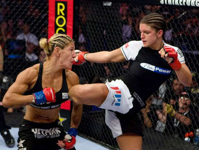 Gina Carano Fighting in an MMA Contest [Source: MMA India]