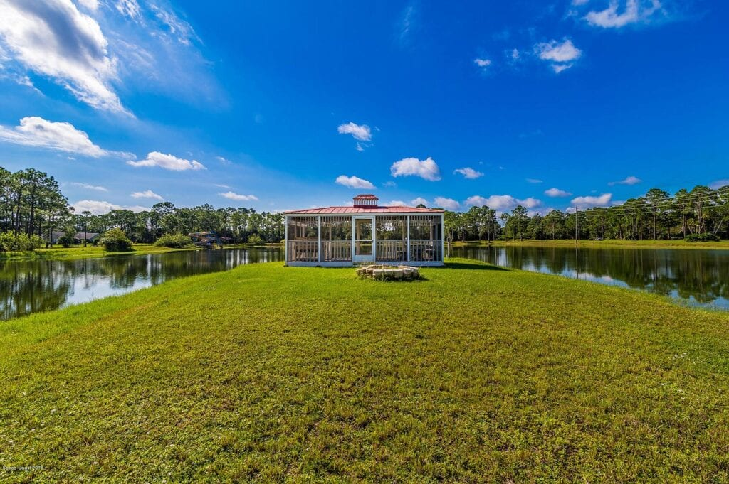 50+ Magical Pictures of Disney Themed Mansion in Florida